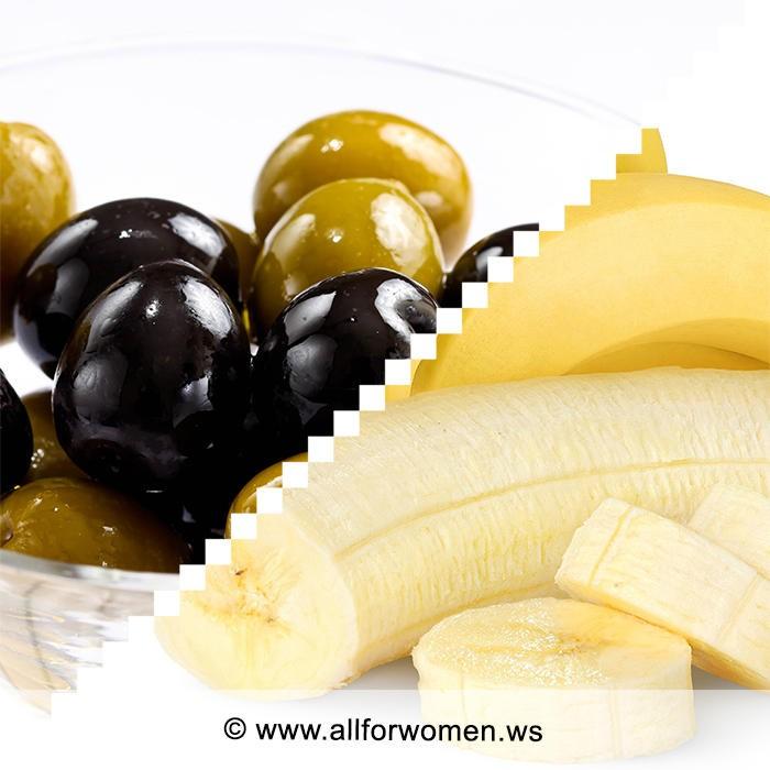 Закуска из оливок и жареные бананы