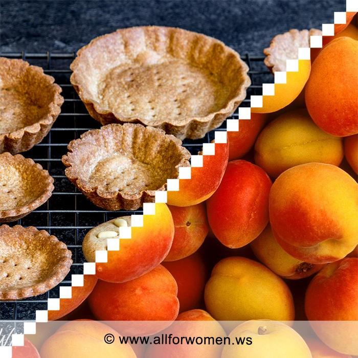 Корзиночки «Чаровницы» и абрикосы «под снегом»